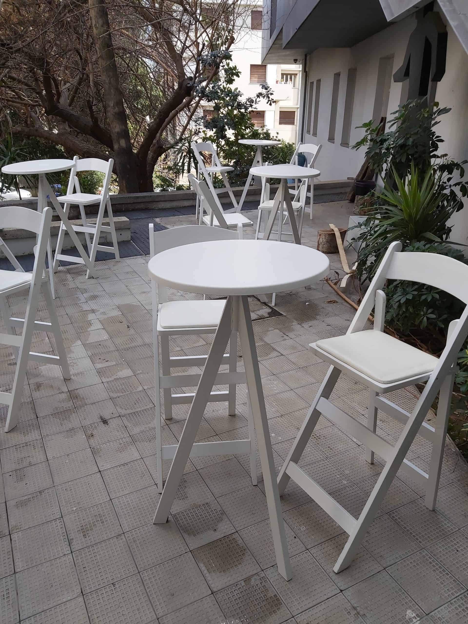 שולחן בר דגם משולש