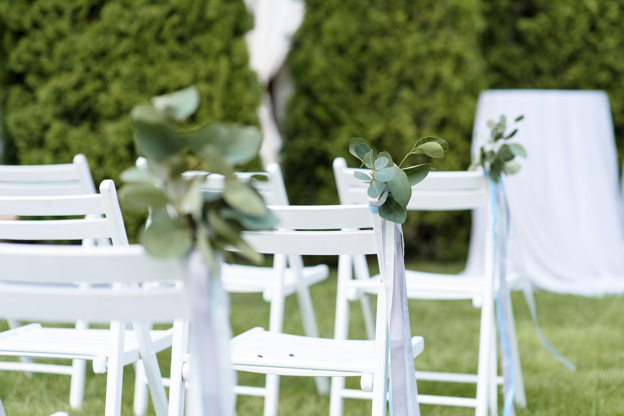 השכרת כסאות עץ מתקפלים לאירועים